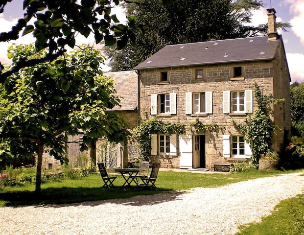 Quiet Farmhouse B&B near Bourganeuf - Sardent - Bed & Breakfast