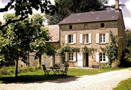 Quiet Farmhouse B&B near Bourganeuf - Sardent - Oda + Kahvaltı