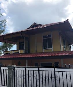 Rumah kayu sederhana yang nyaman - Manokwari Regency - Casa