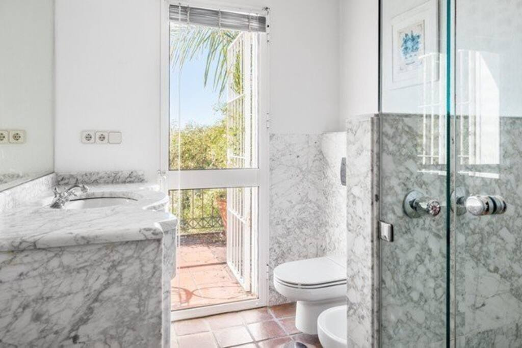Bathroom (Shower Unit)
