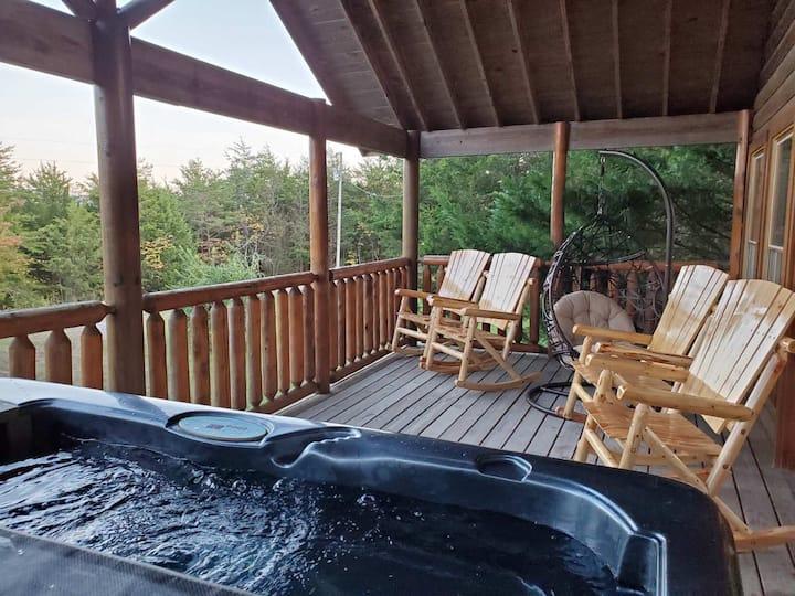 4 bed 2 bath Cabin Sleep 8 with Privacy getaway