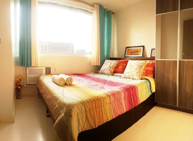 1BR Aseana MOA Okada City of Dreams Solaire /WIFI!