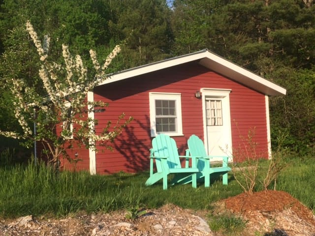 Guest Cabin at Waterman Orchards and Berry Farm