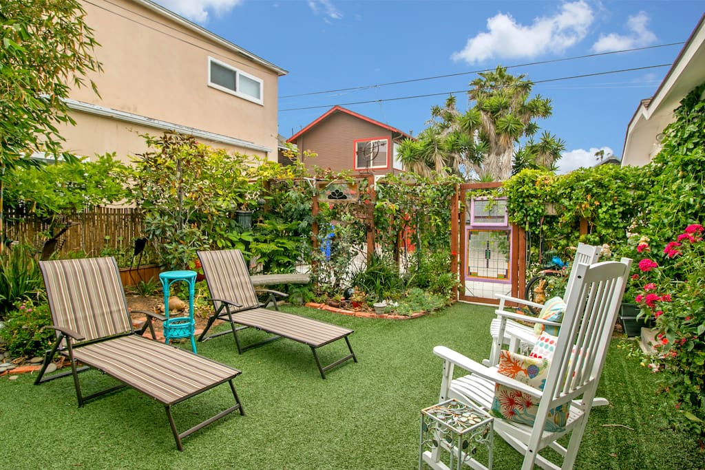 The side yard has even more space to lounge and bask in the Ocean Beach sun