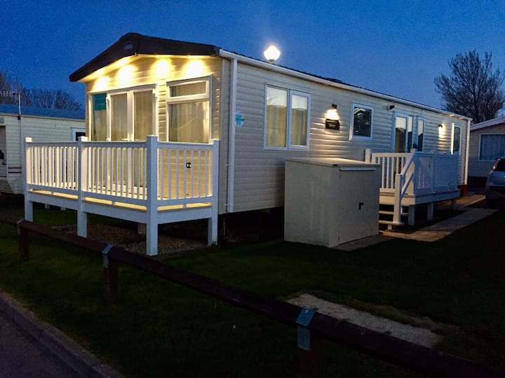 Platinum Holiday Home with Beach Hut