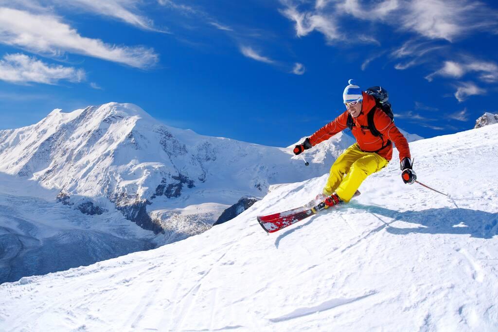 Skiing 35min drive at Breckenridge!