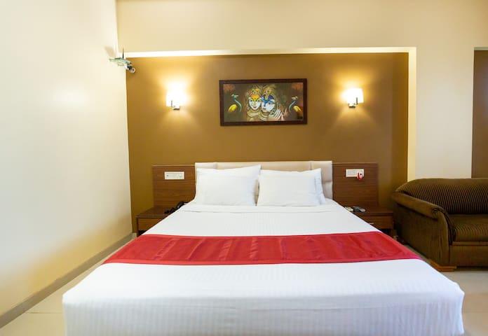 Hotel Express Inn Boisar - Deluxe Room