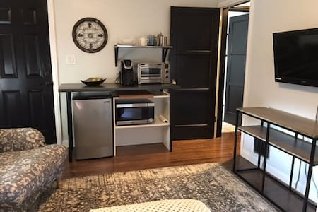 Spanish Updated In-Law Suite - Long Beach