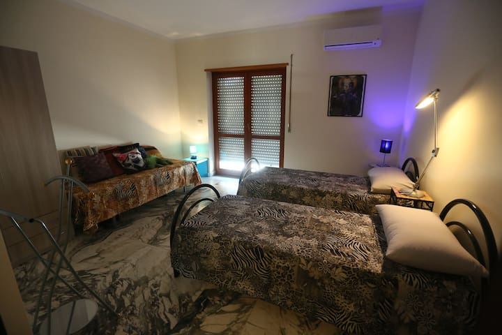 "PrimoPiano ""Hit Room"" - Villa San Giovanni - Bed & Breakfast"