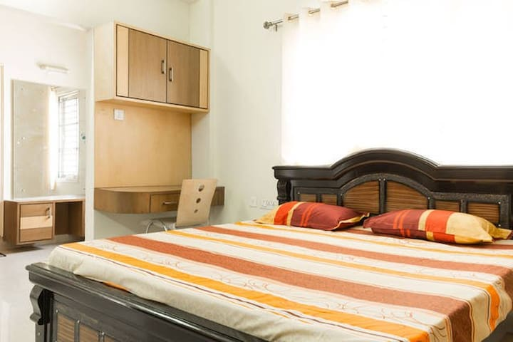 Cozy, clean and spacious apartment - Hyderabad - Leilighet