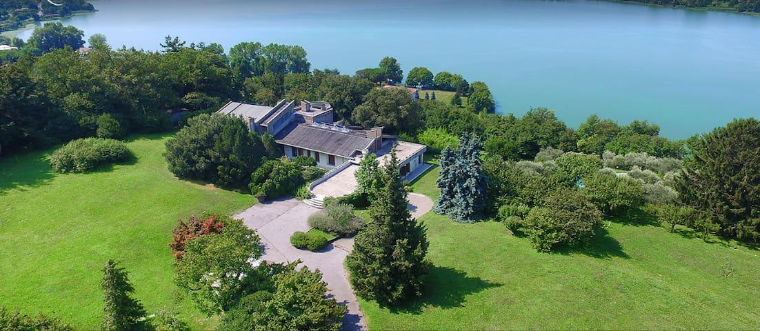 Villa with 2ect park near Como Lake