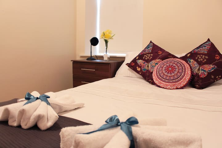 Private Twin Bedroom in Apartment Share (No 1a) - Cork - Apartment