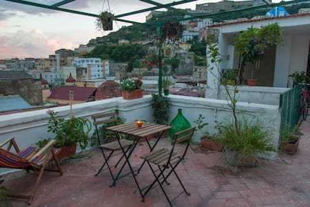 Sophia and Huw's Rooftop Escape - Napoli - Loft
