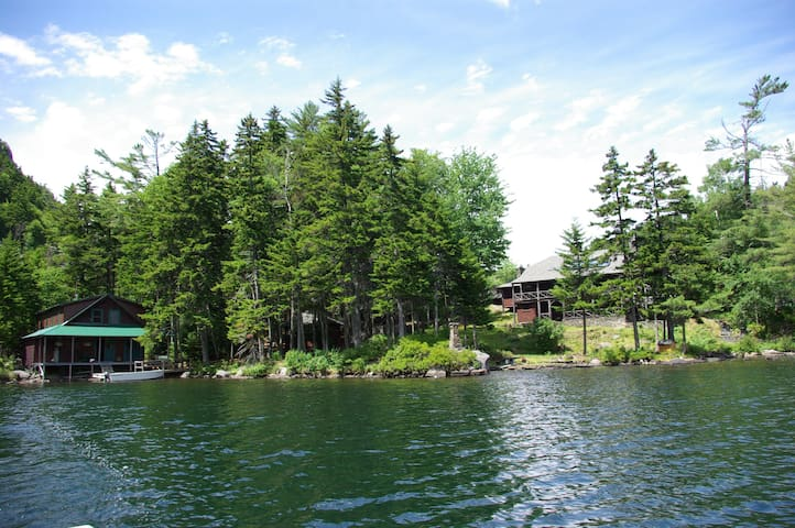 Lovely, rustic Borestone Mountain Sanctuary lodges - Guilford - Huis