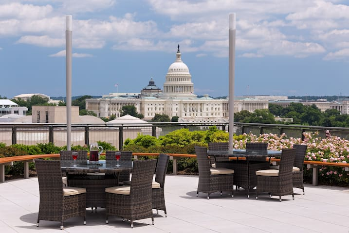 Posh DC Medical 1BRWith Magnificent Capital Views!