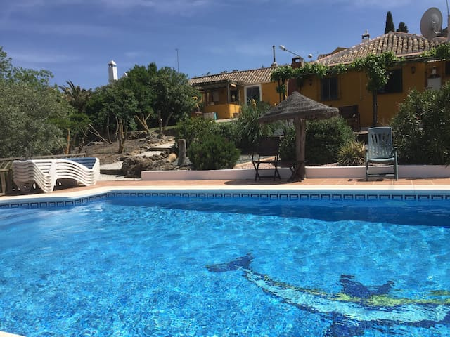 Pretty villa with pool sleeps 4 - Antequera - Huis