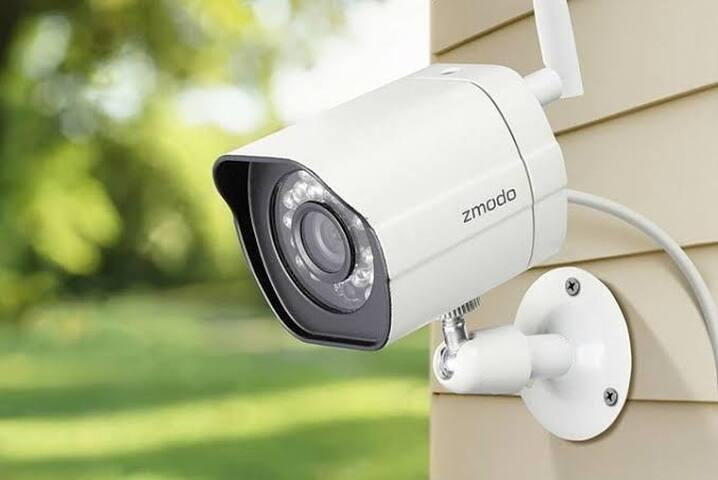 Camaras de seguridad en el exterior de la propiedad 24/7, sensores de alarma
