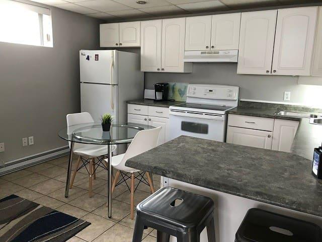 58B - fully furnished 2 bedrooms close to UdeM