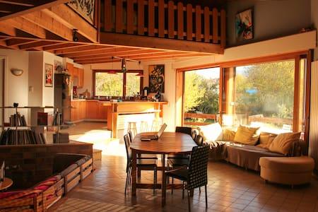 Chambre dans belle maison octogonale
