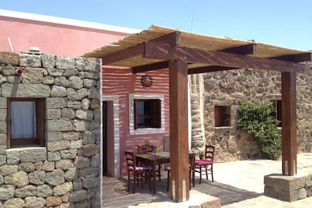 DAMMUSO ROSSO - PISCINA VISTA MARE MOZZAFIATO - Pantelleria