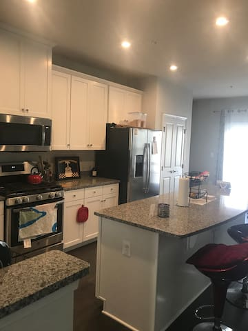 Home away from Home near DC Metro!! Bedroom 1!