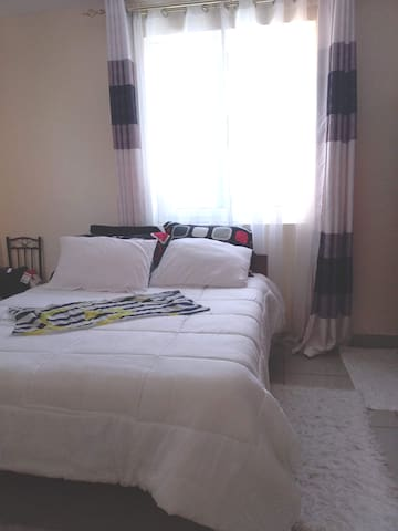 Spacious Comfort private room for budget travelers