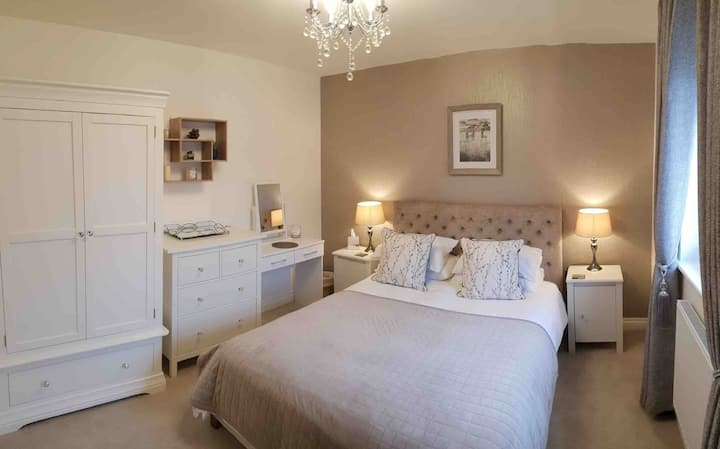 Tilstock Shropshire King Rm with private Bathroom