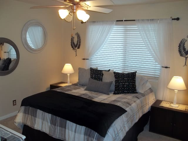 QUEEN OF COMFORT! CLOSE TO DOWNTOWN! - Paso Robles