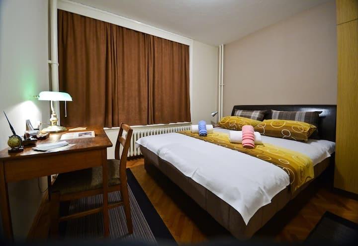 GLORIOUS - center - Room No.1