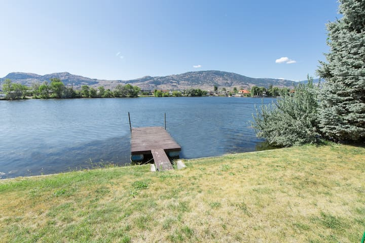 DETACHED WATERFRONT HOME WITH PRIVATE BOOT DOCK