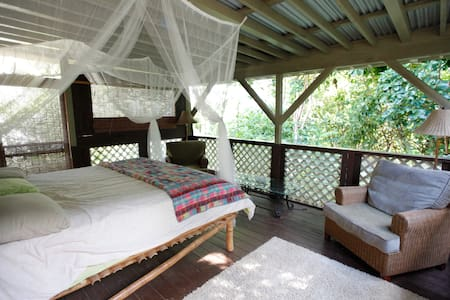 Glamping! Kauai Jungle Cottage - カパア