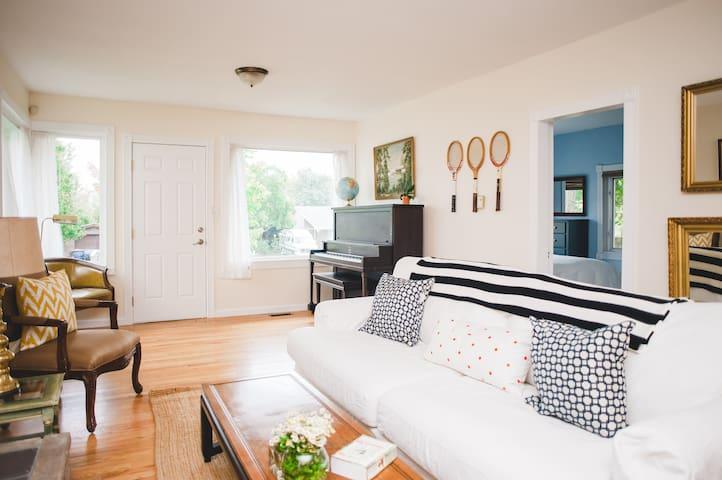 Prime Seattle Craftsman Home - 3Bed