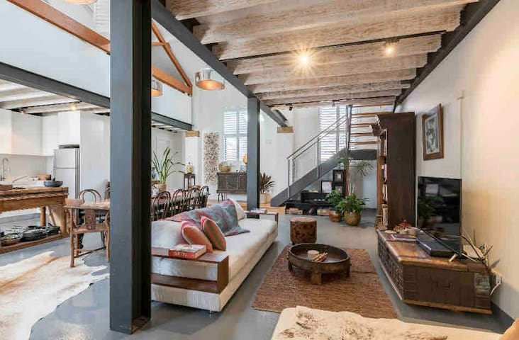 Urban Oasis, Warehouse Loft 5 Mins to Coogee Beach