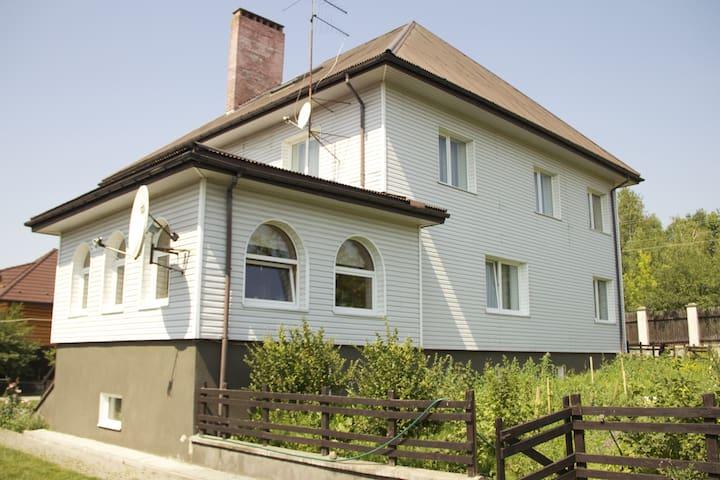 Коттедж уютный и комфортный - Hrodna - Casa