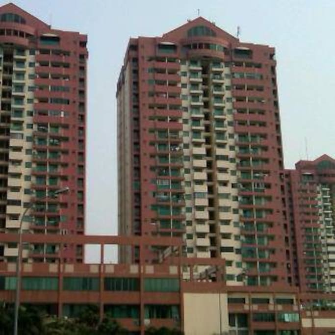 The condominion GRAHA CEMPAKA MAS where the room is situated on the 26th floor