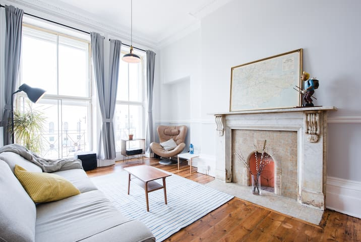 Large Stylish Flat Hastings Old Town / Sea Front