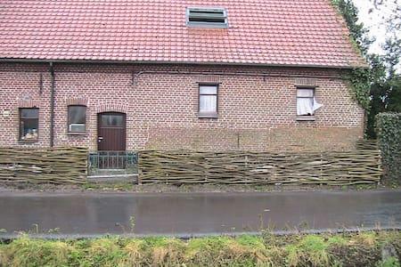 Boerderij te huur - Izegem - Mökki