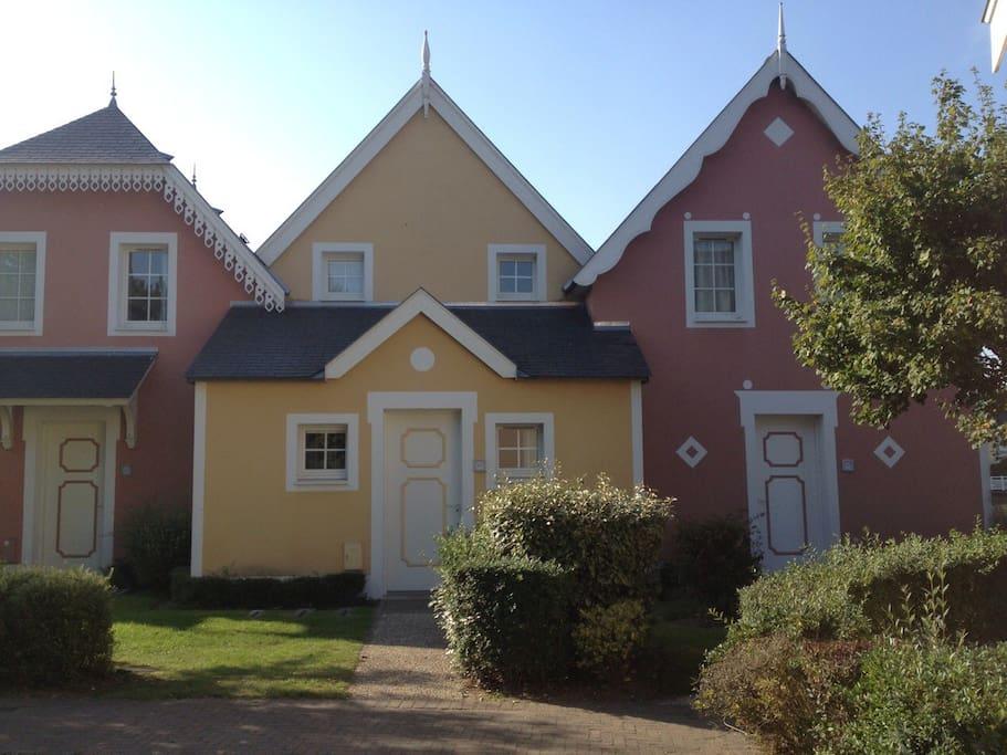3 ième maison à droite d'un ensemble de 3, avec jardinet privatif
