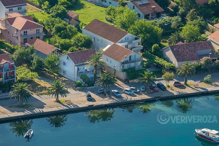 BonazzaStudio,sea side&free parking - Tivat - Huoneisto