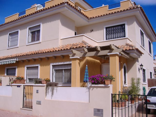 Cosy semi-detached villa (Alicante) - Pilar de la Horadada - House