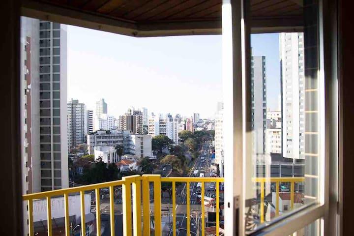 Lindo apartamento com bela vista central