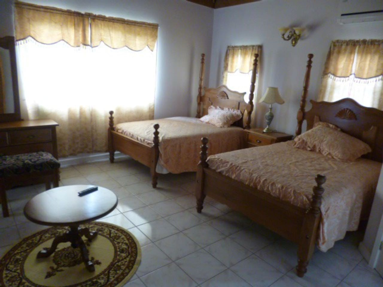 Family Ensuite. 2 Double Beds. Clean comfortable room with Air Conditioning and sea views