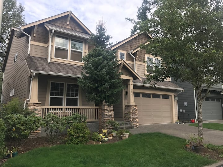 large quiet clean room in beautiful home!