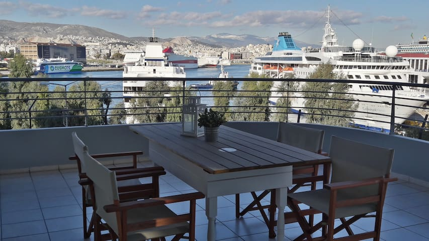 Chic style 2 BR apartment, great cruise port views