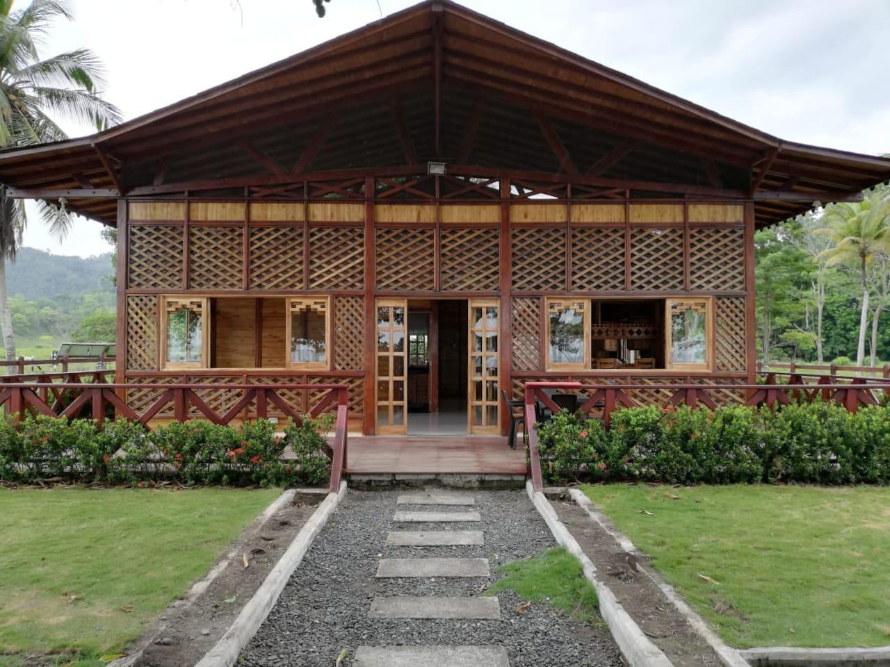 Cabaña tropical frente al mar en un lugar paradisíaco donde podrás disfrutar de la fauna, flora y biodiversidad del Chocó. Nos encontramos a 40 minutos de Turbo o Necoclí en lancha.