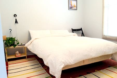 St-Lawrence River rapids apartment (with parking) - Montreal - Apartamento