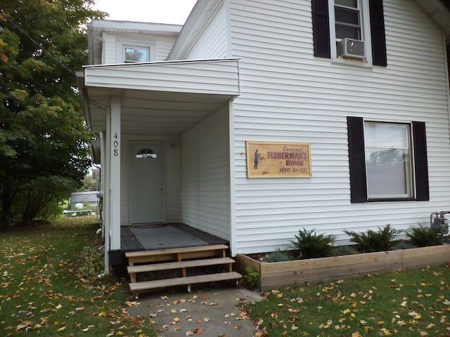 Madison Street  Visitors's  Lodge