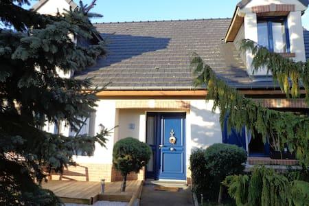 VIMY RIDGE BLUE COTTAGE-REMEMBRANCE AREA - Vimy - Hus