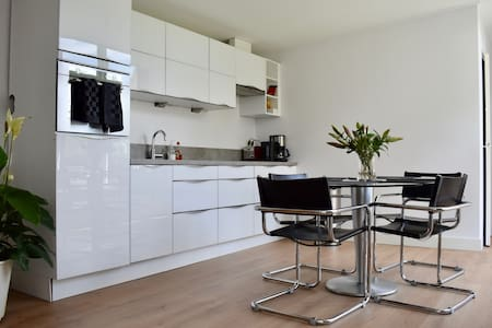 Apartment close to Amsterdam, Schiphol and Leiden