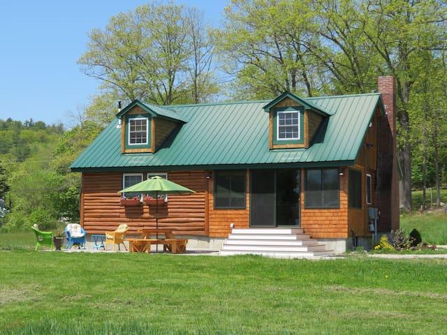 Kedar Brook Cottage on Keoka Lake